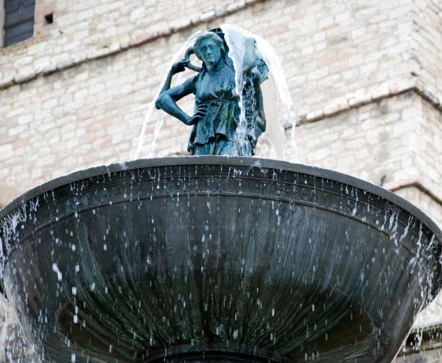 Fontana Maggiore. Piazza IV Novembre